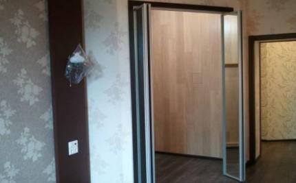 Двери без напровляющей по полу