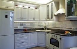 Угловая кухня в стиле современная классика