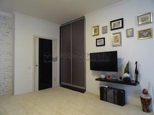 Встройка шкаф-купе с зеркальными дверьми